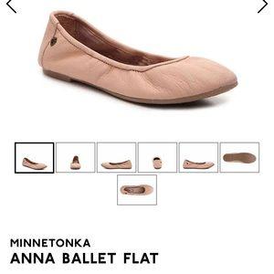 Minnetonka Anna Flats in Blush Sz 9.5